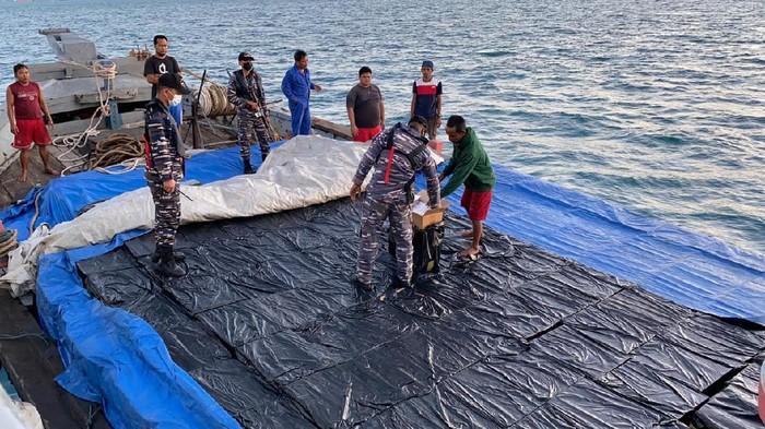 Penangkapan kapal penyelundup rokok dari Singapura