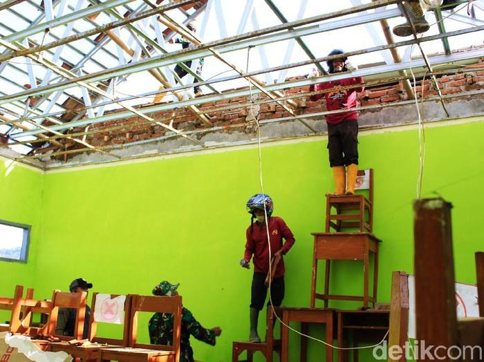 Sekolah di Kabupaten Bandung Rusak Diterjang Puting Beliung