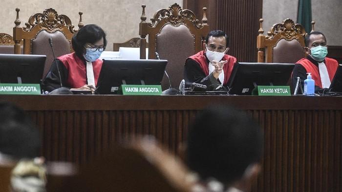Ketua Majelis Hakim  IG Eko Purwanto memimpin sidang perdana gugatan kasus perselisihan Partai Demokrat di Pengadilan Negeri Jakarta Pusat, Jakarta, Selasa (30/3/2021). Persidangan tersebut beragendakan pembacaan permohonan gugatan pihak Partai Demokrat pimpinan AHY terhadap hasil KLB Deli Serdang, Sumatera Utara. ANTARA FOTO/Muhammad Adimaja/wsj.