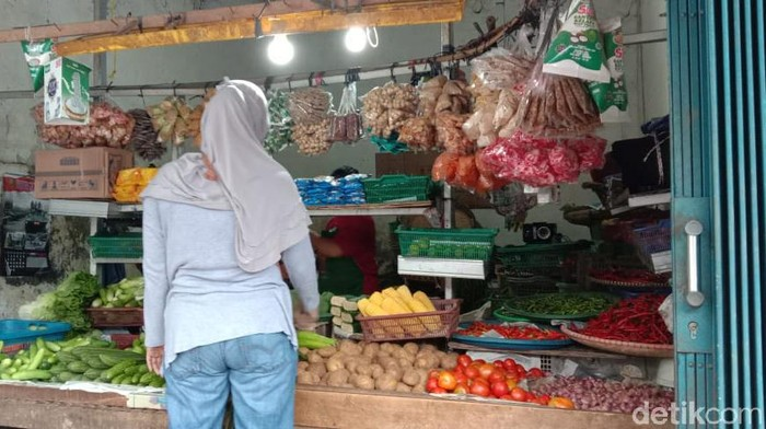 Suasana Pedagang Bahan Pangan di Pasar Pamulang