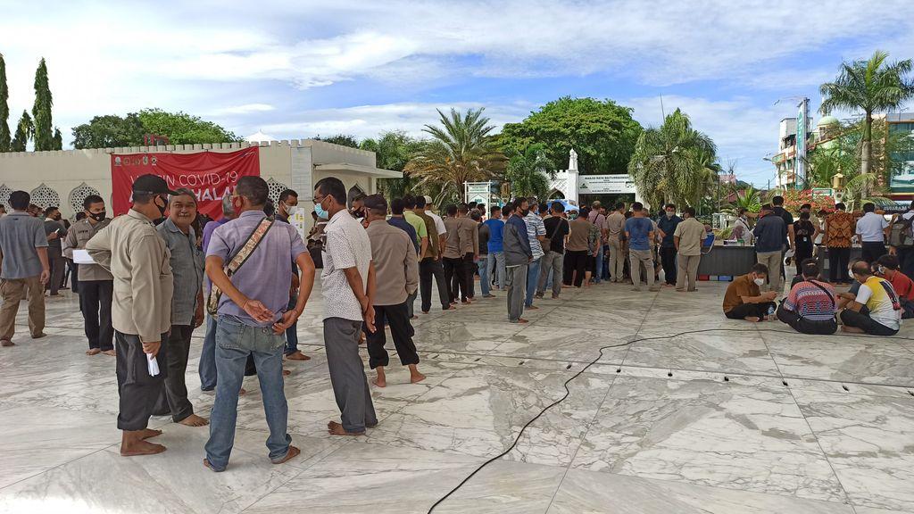 Suasana vaksinasi Corona di Masjid Baiturrahman Banda Aceh (Agus Setyadi-detikcom)