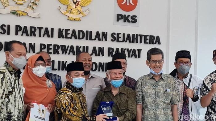 TP3 6 Laskar FPI bertemu Fraksi PKS DPR