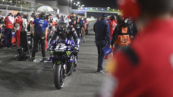 DOHA, QATAR - MARCH 28:  Maverick Vinales of Spain and Monster Energy Yamaha MotoGP Team arrives on the grid during the MotoGP race during the MotoGP of Qatar - Race at Losail Circuit on March 28, 2021 in Doha, Qatar. (Photo by Mirco Lazzari gp/Getty Images)