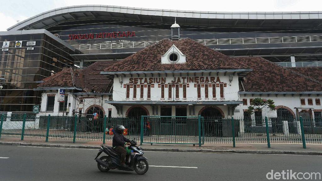 Bangunan Lama Stasiun Jatinegara Diperbaiki