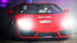 Gaya Raffi Ahmad Tunggangi Supercar saat Luncurkan RANS Cilegon FC