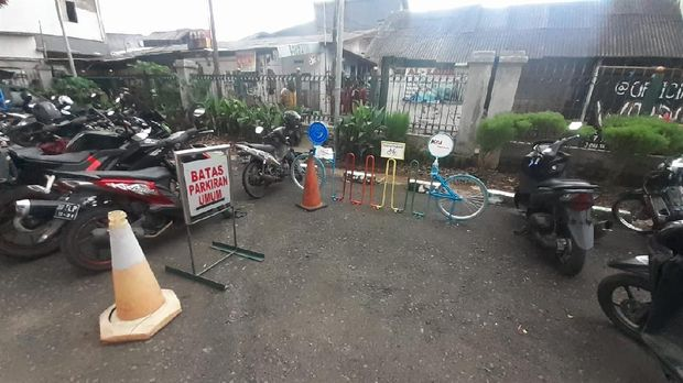 Kondisi parkir Sepeda di Stasiun Buaran.