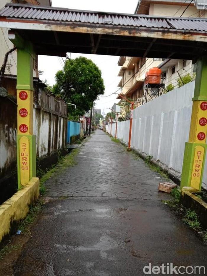 Kotak mencurigakan bertuliskan 'Islam X' ditemukan di Makassar, Sulsel. (Aviva Scholten/detikcom)