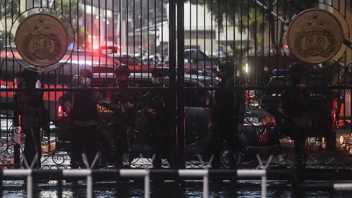 Suasana gedung Mabes Polri pascapenyerangan terduga teroris di Jakarta, Rabu (31/3/2021). Mabes Polri memperketat penjagaan pascaserangan dari terduga teroris yang tewas di tempat usai baku tembak. ANTARA FOTO/Muhammad Adimaja/wsj.