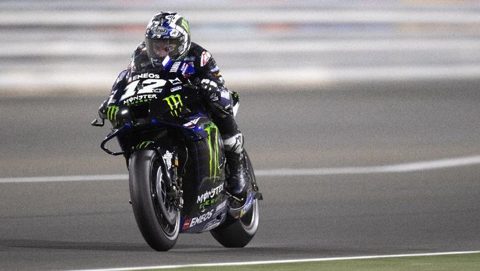 DOHA, QATAR - MARCH 28:  Maverick Vinales of Spain and Monster Energy Yamaha MotoGP Team  heads down a straight during the MotoGP race during the MotoGP of Qatar - Race at Losail Circuit on March 28, 2021 in Doha, Qatar. (Photo by Mirco Lazzari gp/Getty Images)