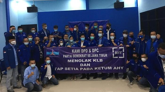 Menkumham RI Yasonna Laoly menolak pendaftaran hasil Kongres Luar Biasa (KLB) Partai Demokrat (PD) Deli Serdang, Sumatera Utara yang digelar sepihak kubu Moeldoko. Fraksi PD di DPRD Jawa Timur menyambut baik atas keputusan  tersebut.