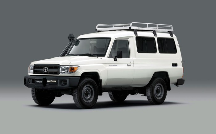 Mobil Pembawa Vaksin COVID-19