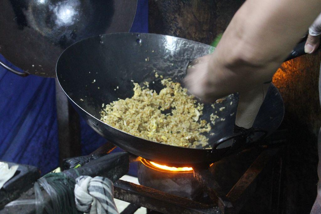 Nikmatnya Nasi Goreng Areng Batok Racikan Mas Itok Khas Pekalongan