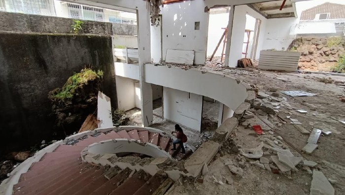 Penampakan rumah mewah di Kedoya yang dibongkar komplotan pencuri.