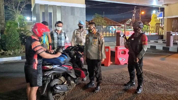 Penjagaan di Polda Banten diperketat.