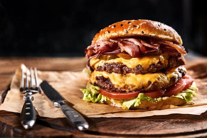 Pork Burger Premium yang Empuk Juicy ada 4 Tempat Ini