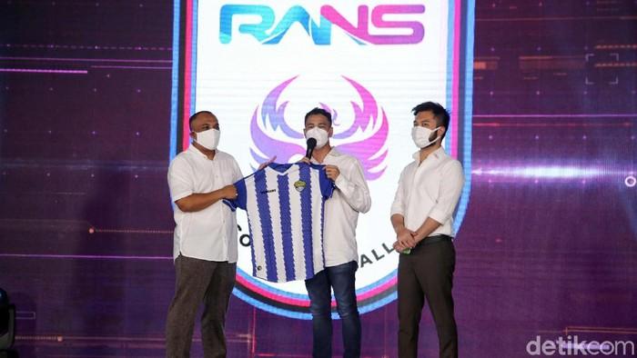 Raffi Ahmad telah mengakuisisi Cilegon United. Kini klub Liga 2 itu berganti nama menjadi RANS Cilegon FC.