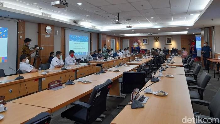Rapat di Komisi B DPRD DKI.
