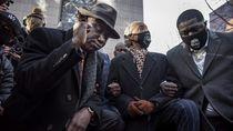Sidang Digelar, Keluarga George Floyd Berlutut 8 Menit 46 Detik