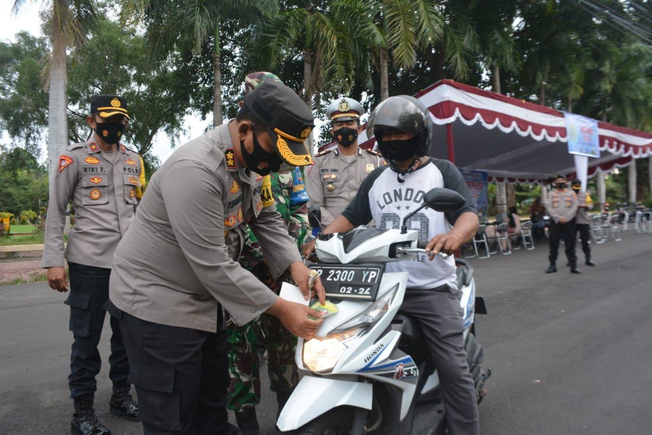 Vaksinasi drive thru di Lombok Timur