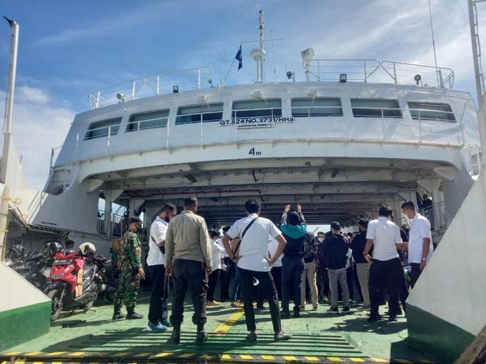 Vaksinasi insan pelayaran di Sumbawa Barat