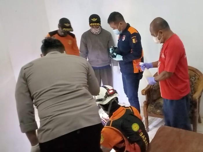 Wanita paruh baya ditemukan tewas di salah satu kamar penginapan Pantai Ngliyep, Kecamatan Donomulyo, Kabupaten Malang. Belum diketahui penyebab pasti kematiannya.
