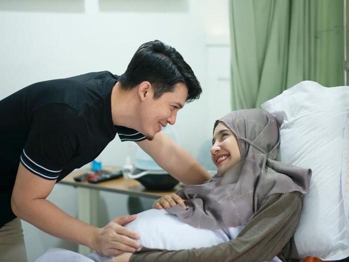 Zaskia Sungkar melahirkan anak pertama.