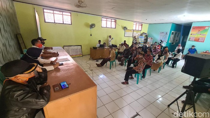 Aparat kewilayahan Desa Ridogalih Sukabumi dilaporkan warganya ke Kejaksaan