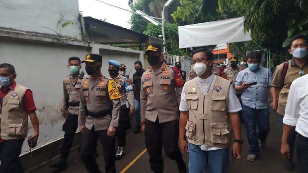 Wakapolda Metro Jaya Brigjen Hendro Pandowo tiba di Gereja Kristus Salvator, Slipi, Jakbar, Kamis (1/4/2021).