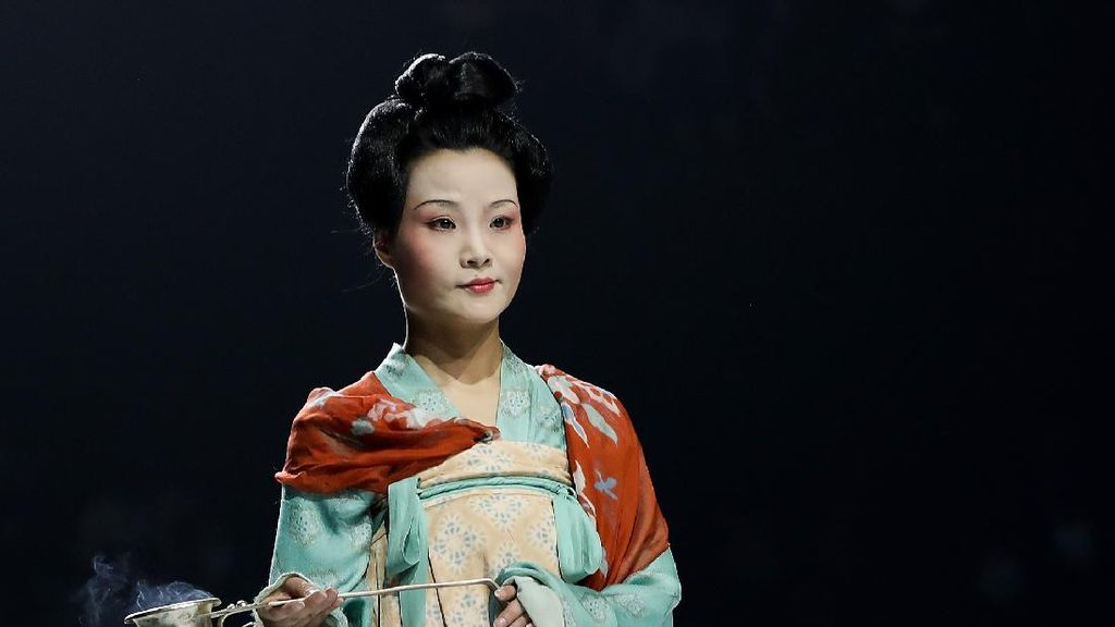 10 Foto China Fashion Week 2021 yang Digelar Saat Pandemi
