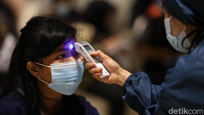 Vaksinasi massal untuk pelaku UMKM digelar di Ciputra Artpreneur Museum, Jakarta, Kamis (1/4/2021). Sebanyak 1.500 pelaku UMKM menerima vaksin COVID-19 dosis pertama.