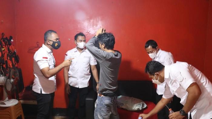 Gerebek Markas Ormas di Tangerang, Polisi Sita Ratusan Miras-Alat Hisap Sabu