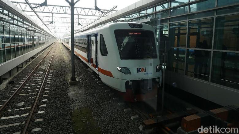 Kereta Bandara sekarang memiliki fasilitas KAI Bandara Premium dengan harga yang lebih murah dibandingkan kereta eksekutif sebelumnya. Kereta tersebut diujicoba hari ini.