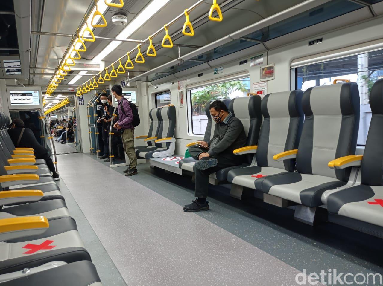 Layanan baru kereta bandara KAI Premium