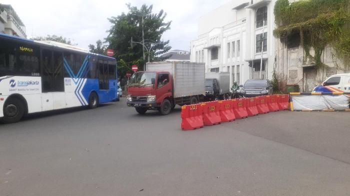 Kondisi LEZ Kota Tua Jakarta di Simpang Jl Kemukus, Kamis (1/4).