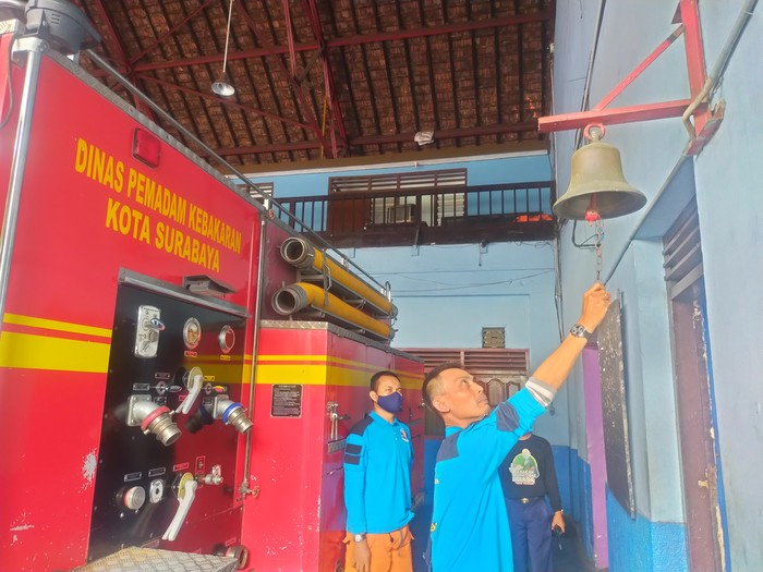 Lonceng di Kantor Damkar Surabaya