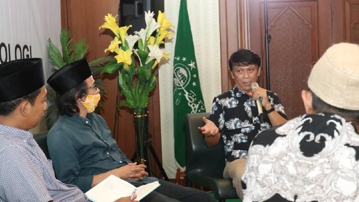 Pondok Pesantren memiliki potensi yang besar dalam memgembangkan financial technology di lingkungannya mengingat jumlah pesantren di Indonesia yang berjumlah puluhan ribu dan santri yang mencapai jutaan. Hal itu mengemukan pada diskusi yang bertajuk