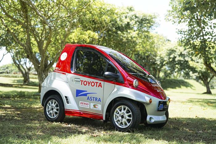 Toyota meluncurkan proyek EV Smart Mobility di Bali. Setidaknya 30 unit kendaraan elektrifikasi Toyota bisa dinikmati wisatawan di Bali.