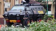 Mobil Rantis dan Brimob Siaga di Mabes Polri