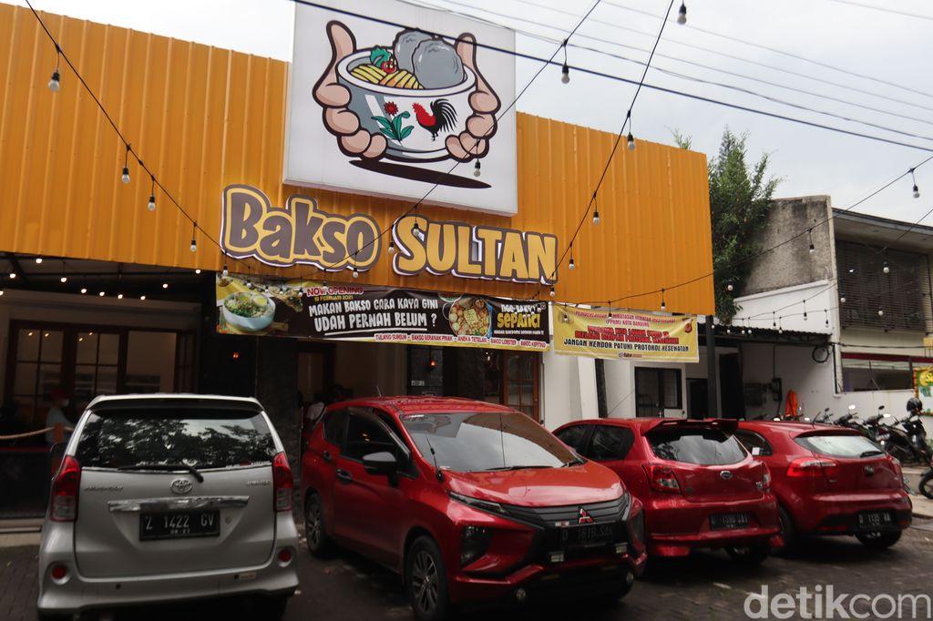 Nikmatnya Bakso Sultan, Bakso Sepanci yang Lagi Viral di Bandung