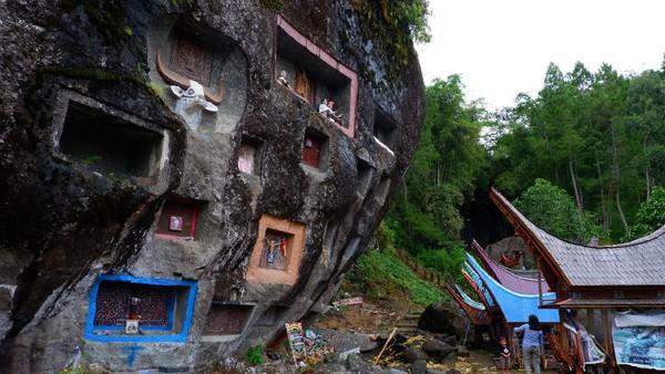 Dunia pariwisata Toraja Utara mulai menggeliat kembali setelah sempat lesu dilanda Pandemi COVID-19.