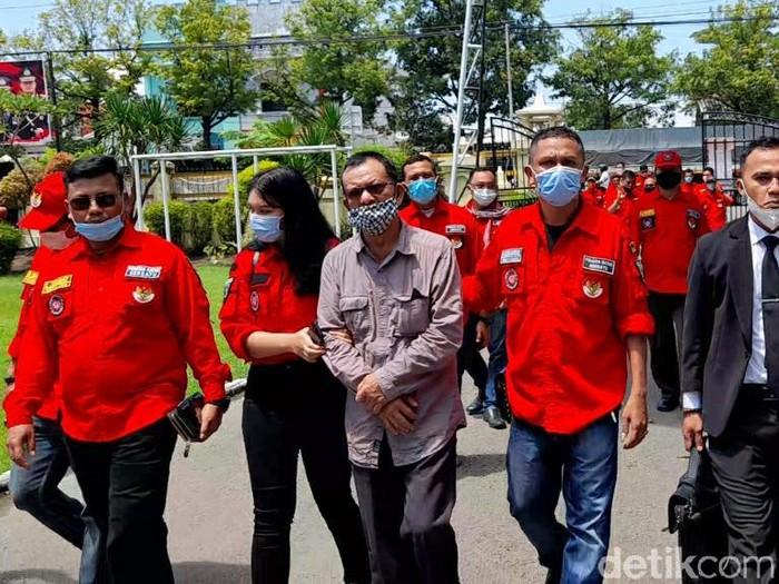 Paulus Silalahi (71) dilaporkan anak kandungnya atas dugaan penggelapan mobil di Brebes, Kamis (1/4/2021).