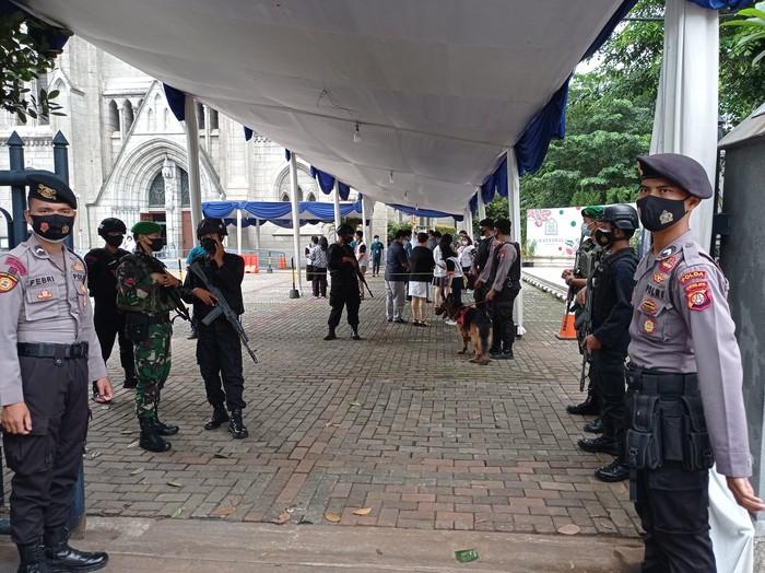 Pengamanan di Gereja Katedral Jakarta (Sachril-detikcom)