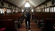 Potret Penjagaan Ketat Gereja di Indonesia Jelang Jumat Agung