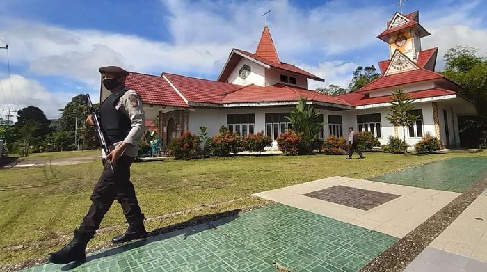 Penjagaan Ketat Gereja di Indonesia Amankan Jumat Agung