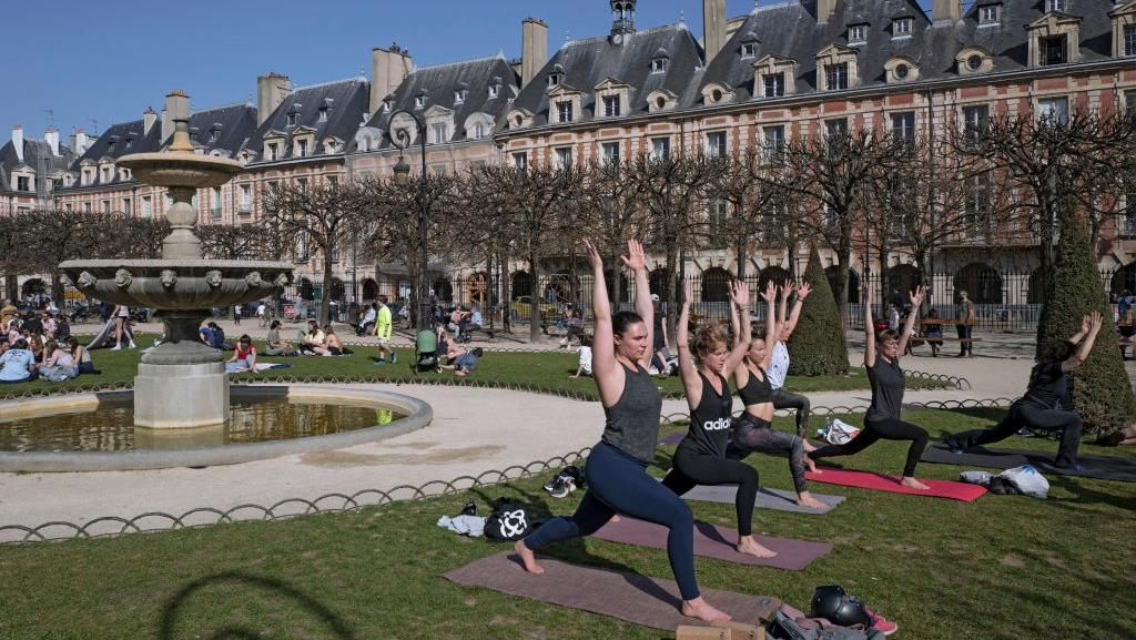 Melihat Aktivitas Warga Prancis Jelang Lockdown Ketiga