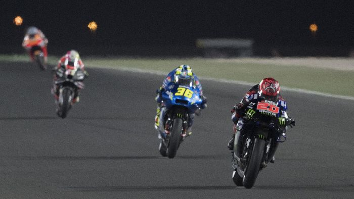 DOHA, QATAR - MARCH 28: Fabio Quartararo of France and Monster Energy Yamaha MotoGP Team    leads the field during the MotoGP race during the MotoGP of Qatar - Race at Losail Circuit on March 28, 2021 in Doha, Qatar. (Photo by Mirco Lazzari gp/Getty Images)