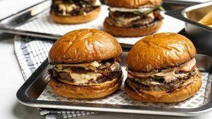 5 Burger Premium Ini Bisa Dipesan Via Online, Ini Daftarnya!
