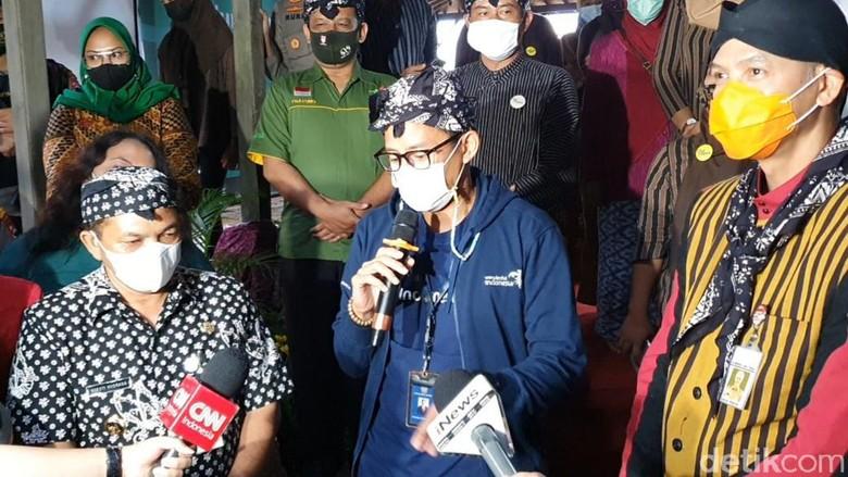 Sandiaga berkunjung ke Desa Wisata Lerep di Kabupaten Semarang, Kamis (1/4).