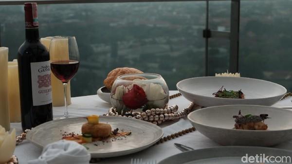 Sajian kuliner khas Prancis ini bisa dinikmati mulai dari 10 Maret sampai 10 April 2021. Soal harga tidak usah khawatir karena terdapat menu ala carte yang dapat dinikmati mulai dari Rp 90.000, sedangkan untuk satu set menu mulai Rp 399.000.