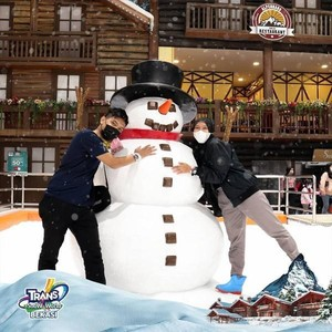 Long Weekend, Asyiknya Main Salju di Trans Snow World Bekasi